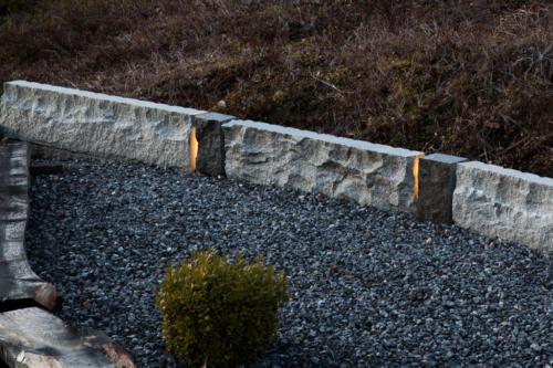 Kivielementti pihalla | Valokuva: Fotokata